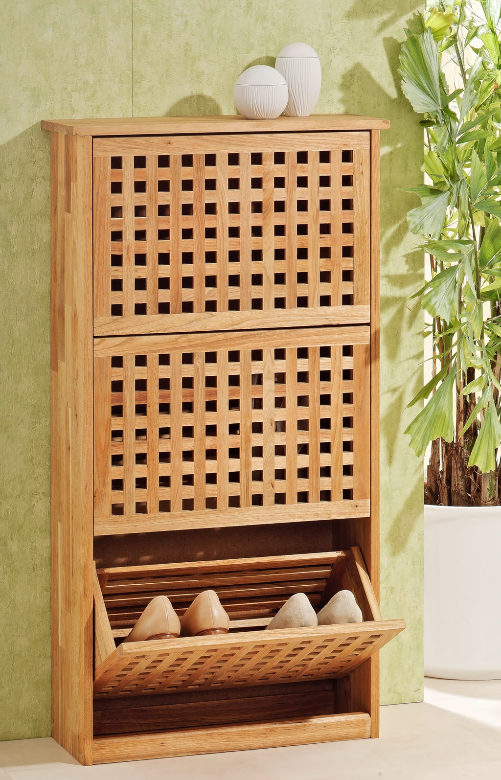 schuhregal schuhschrank mit 3 t ren aus walnuss holz ebay. Black Bedroom Furniture Sets. Home Design Ideas
